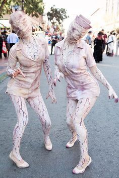 Comic-Con The Most Mindblowing Costumes Clever Halloween Costumes, Halloween Party Themes, Halloween Cosplay, Halloween Make Up, Scary Halloween, Holiday Costumes, Easy Costumes, Silent Hill Nurse Costume, Halloween Disfraces