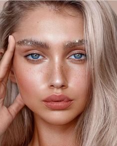 Beaut Sparkly Brows by ! Beauty Make-up, Beauty Shots, Beauty Hacks, Hair Beauty, Black Beauty, Beauty Tips, Beauty Products, Glitter Photography, Beauty Photography