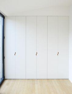 home interior ideas dream house Fitted Wardrobe Doors, Wardrobe Door Handles, Built In Wardrobe, Cabinet Door Handles, Bedroom Closet Design, Home Bedroom, Bedroom Wardrobe, Bedrooms, Minimalist Interior