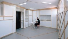 La table peut aussi servir au repassage, ou pour faire la cuisine. © Imagensubliminal.com