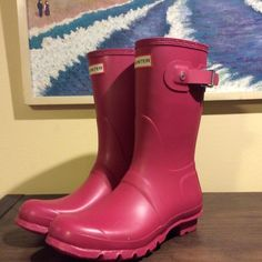 NEW HUNTER ORIGINAL SHORT RAINBOOTS New Hunter Rain Boots, in US womens' size 8.  The color is Raspberry. Hunter Boots Shoes Winter & Rain Boots