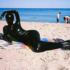 I want to go somewhere tropical this year. ☀#summergoth