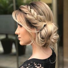 Graduation party dress bridesmaid and mother of the bride. Party hairstyles makeup and tips for organizing tea and wedding. Party Hairstyles, Messy Hairstyles, Wedding Hairstyles, Gorgeous Hairstyles, Bridesmaids Hairstyles, Graduation Hairstyles, Hairstyles Videos, Casual Hairstyles, Wedding Hair Down