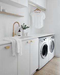 Laundry Room Shelves, Laundry Room Remodel, Bathroom Styling, Bathroom Interior Design, Design Scandinavian, Modern Laundry Rooms, Laundry Room Inspiration, Laundry Room Design, Home