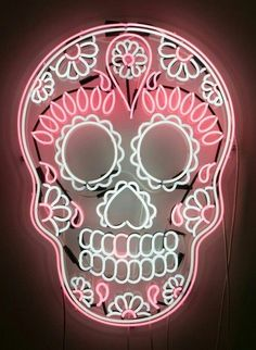 I need this in my house to go with all my kitchen sugar skull decor. This is gorgeous I need this in my house to go with all my kitchen sugar skull decor. This is gorgeous Sugar Skull Decor, Sugar Skull Art, Sugar Skulls, Candy Skulls, Led Neon, Neon Glow, Neon Rosa, Mexican Skulls, Arte Pop