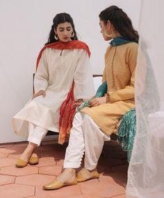 Beautiful Pakistani Dresses, Pakistani Formal Dresses, Pakistani Fashion Casual, Pakistani Dress Design, Pakistani Outfits, Muslim Fashion, Indian Fashion, Stylish Dresses For Girls, Stylish Dress Designs