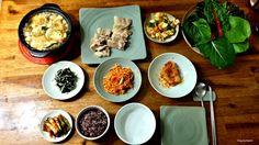 밥상, Korean style of table  Yes! Today's menu is full of healthy dishs. Let's look at it.  오늘의 보양식 건강식 식단을 먹어보아요.   Main 밥, rice 수육, boiled pork 된장찌개, soy bean soup  Banchan(side dish) 김치, kimchi 양파와 고추 된장무침, Onion and pepper seasoned with bean paste 무채, sliced radish seasoned with red pepper power 마늘대무침, garlic stem seasoned with red pepper paste 파래무침, green laver seasoned with vinegar  All set to go !!! What are you waiting for? Bring your chopsticks and join this yummy meal.  #Koreanfood…