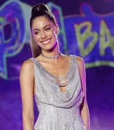 Latina, Hair Makeup, Sari, My Style, Celebrities, Fashion, Singers, Templates, Martina Stoessel
