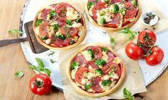 Kleine Pizzen vom Blech mit Quark-Öl-Teig