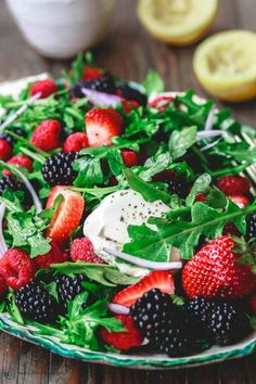 Berry Salad Recipe with Arugula and Burrata Burrata Salad, Burrata Cheese, Vegetarian Recipes, Cooking Recipes, Healthy Recipes, Raspberry Salad, Healthy Snacks, Healthy Eating, Mediterranean Dishes