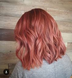 look at these rose gold hair Cabelo Rose Gold, Rose Gold Hair, Blond Rose, Blorange Hair, Black Hair Magazine, Peach Hair, Red Pink Hair, Coral Hair, Natural Hair Styles