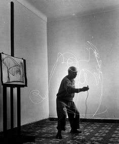 "Light Paintings by Pablo Picasso.- This series of photographs, known ever since as Picasso's ""light drawings,"" were made with a small electric light in a darkened room.- (via http://jaredleto.com/thisiswhoireallyam/2013/07/17/light-paintings-by-pablo-picasso/"