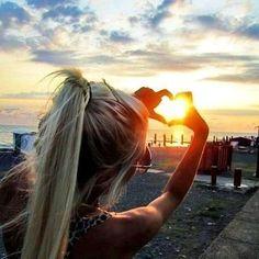 sun @tiamaclachlan @leahantoniuk -- cool photo !