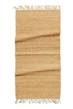 Jutová rohož: Jutová rohož s třásněmi na kratších stranách.