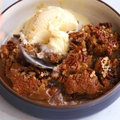 Gooey caramel filling forms under a sweet, buttery cobbler topping with crunchy, toasted pecans. The easy version of pecan pie, made without corn syrup! Pecan Desserts, Pecan Pies, Pecan Pie Cobbler, Cobbler Topping, Southern Desserts, Cobbler Recipe, Delicious Desserts, Dessert Recipes, Southern Cooking Recipes