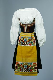 Folk outfit | Italy | Early 20th century | cc by-sa 3.0, The Children's Museum of Indianapolis | Wendy Kaveney Beautiful Clothes, Beautiful Outfits, Costumes Around The World, Photo Book, Folk Art, Museum, Europe, Fashion Outfits, Traditional