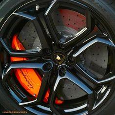 Carhoots   Lamborghini Aventador