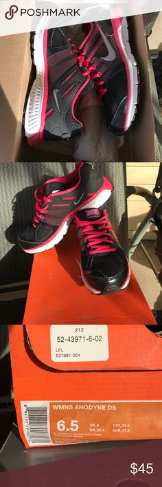 Women's 6.5 running shoes Black and pink running shoes worn twice. 6.5 women's. Nike authentic Nike Shoes Sneakers