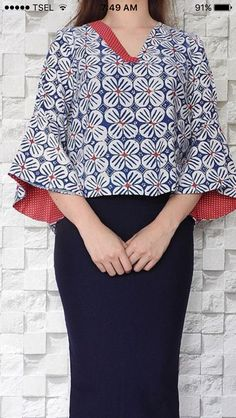 Blue and white flower print Blouse Batik, Batik Dress, Blouse Dress, Batik Fashion, Ethnic Fashion, Hijab Fashion, African Fashion, Model Baju Batik, Batik Kebaya