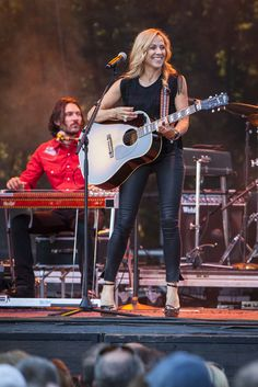 https://flic.kr/p/vGcfSh | Sheryl Crow | Sheryl Crow in concert July 7, 2015 at Edgefield in Troutdale, OR.