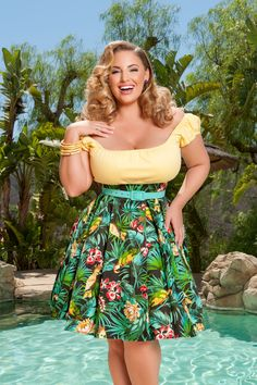 The Little Jun Skirt in Parrot Tiki Print is for our Tiki Capsule Collection and its a limited edition. Once she is sold out, she is gone until next summer! Pin Up Style, Cool Style, My Style, Retro Style, Retro Fashion, Vintage Fashion, Im Fabulous, Couture Looks, Pinup Girl Clothing