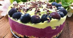 Conoce los pasos para hacer la maravillosa receta de tarta crudivegana de limón y frutos rojos ¡Descubre todos los secretos en nuestra web!