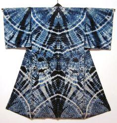 Wunderschön: ein in Shiboritechnik indigogefärbter Juban! / This is so wonderful: a juban indigo-dyed with shibori (tie dye)!
