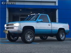 This 1994 Chevrolet is running Hostile Sprocket wheels Atturo Trail Blade Mt tires with Stock Leveling Kit suspension. Custom Chevy Trucks, Chevy Pickup Trucks, Gm Trucks, Chevy Pickups, Chevrolet Trucks, Diesel Trucks, Chevy 4x4, 1993 Chevy Silverado, Silverado Nation