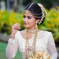 Sri Lankan Wedding Saree, Indian Wedding Sari, Saree Wedding, Bridesmaid Saree, Brides And Bridesmaids, Bridal Dress Design, Bridal Style, Half Girlfriend, Girlfriend Quotes