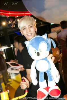 SHINee :: Kim Jonghyun & Sonic The Hedgehog