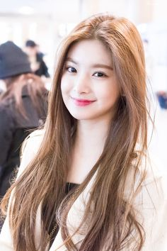 Girl Pictures, Girl Photos, Crying Girl, Stylish Girls Photos, Blackpink Fashion, Beautiful Asian Women, Korean Beauty, Ulzzang Girl, Korean Girl Groups
