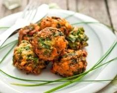 The Spinach Balls recipe is a tried and true classic with some not-so-classic options. And Spinach Balls can be appetizer, side dish, or meatball replacement on top of spaghetti. Seafood Recipes, New Recipes, Cooking Recipes, Best Vegetarian Restaurants, Spinach Balls, Chopped Spinach, Spinach And Cheese, Balls Recipe, Vegetarian Cheese