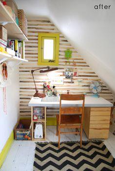 Home office. espelho moldura amarelo parede listras, papel parede  Super cute office space