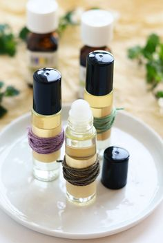 A super easy and all-natural body perfume roll-on recipe! | via SHEuncovered