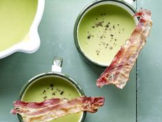 Klaar in een handomdraai - Libelle Lekker! Pureed Food Recipes, Soup Recipes, Healthy Recipes, Healthy Food, Belgian Food, How To Cook Liver, Feel Good Food, Food Decoration, Homemade Soup