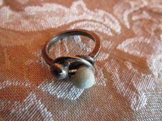 Fru Hera - Unikke håndlavet oxyderet sølv ring med natur sten