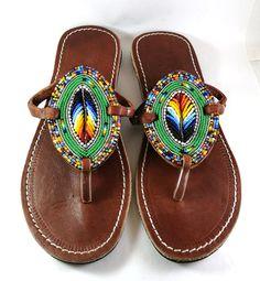 Sandalias de cuero sandalias africanas sandalias Masai Beaded Shoes, Beaded Sandals, Leather Slippers, Leather Sandals, Style Africain, Jeweled Sandals, Ankle Bracelets, Comfortable Shoes, Fashion Shoes