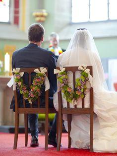 Schmuck für Brautstühle  #Flowers #Wedding