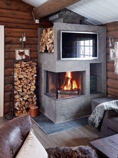 Hytta i Trysil er ikke til å kjenne igjen Small Fireplace, Fireplace Design, Cabin Interiors, Rustic Interiors, Earthy Decor, Mountain Decor, Decor Scandinavian, Rustic Fireplaces, Wood Burner