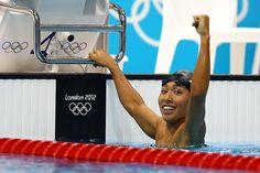 銅メダルを喜ぶ萩野公介。記録は日本新記録の4分8秒94
