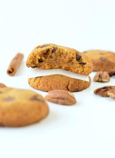HEALTHY PUMPKIN CHOCOLATE CHIPS COOKIES vegan + gluten free #pumpkincookies #pumpkin #cookies #vegancookies #easy #healthy #vegan #glutenfree #soft #chocolatechips #6ingredient #best #videos Gluten Free Pumpkin Cookies, Pumpkin Chocolate Chip Cookies, Cookies Vegan, Healthy Pumpkin, Vegan Recipes Easy, Healthy Desserts, Glutenfree, Videos, Plant