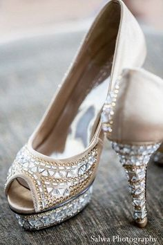 Champagne and Crystal Peep Toe Platform Pumps Bridal Shoes, Wedding Shoes, Bridal Footwear, Cute Shoes, Me Too Shoes, Fancy Shoes, Awesome Shoes, Pretty Shoes, Beautiful Indian Brides