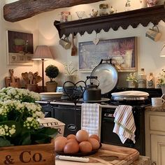 Classic And Country Home Decor. Spruce Up Your Home Spaces With One Of These Design Ideas French Country Kitchens, French Country Decorating, English Cottage Kitchens, Green Country Kitchen, Country French, Country Farmhouse, Farmhouse Decor, Classic Kitchen, Country Style Homes