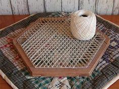Pin Weaving, Card Weaving, Weaving Yarn, Tablet Weaving, Loom Crochet, Loom Knitting, Bead Embroidery Patterns, Weaving Patterns, Potholder Loom