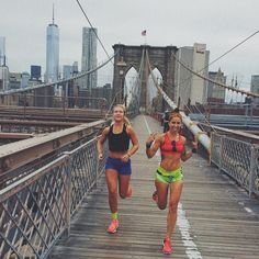 shutupandrun:  She doesn't run, she flies. Brooklyn Bridge mileage situation with @Cloboe9. This Duke middle distance XC babe is going to set this season on fire. #queens10k this Sunday. @newyorkroadrunners