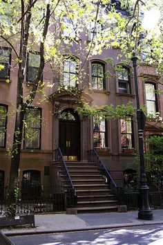 "Carrie Bradshaw's front stoop features prominently in many scenes in ""Sex & The City."" On the show, she is depicted as living on the Upper East Side, but the building used for exteriors of her apartment is actually in the West Village. 66 Perry Street (Between Bleecker and West 4th)"