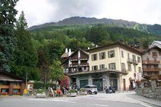 Courmayeur'un komşu kasabası ise Fransa'nın Saint Gervais les Bains bölgesi... Daha fazla bilgi ve fotoğraf için; http://www.geziyorum.net/courmayeur/