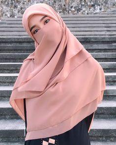 Versions Share ©by: █║Rhèñdý Hösttâ║█ Thank you for visiting my pin in Pinterest♡ Beautiful Hijab Girl, Beautiful Asian Women, Casual Hijab Outfit, Hijab Chic, Hijabi Girl, Girl Hijab, Niqab Fashion, Muslim Fashion, Muslim Girls