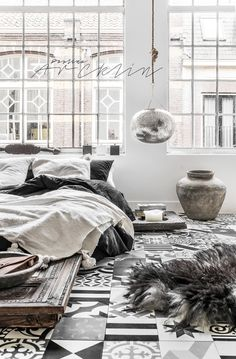 Absolutely adore the contrasting fabrics, textures and patterns in this room!