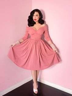 Starlet Swing Kleid in Rosa - Style Pin Up Outfits, Pin Up Dresses, 50s Dresses, Vintage Dresses, Nice Dresses, Vintage Outfits, Red Outfits, Cowgirl Style Outfits, Stylish Dresses